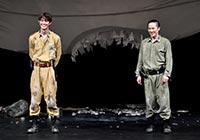 松尾スズキの翻訳絵本、宮沢氷魚、大鶴佐助の『ボクの穴、彼の穴。 The Enemy』初日開幕!